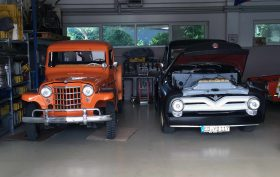 Willys 1937 & Ford Pickup 1955